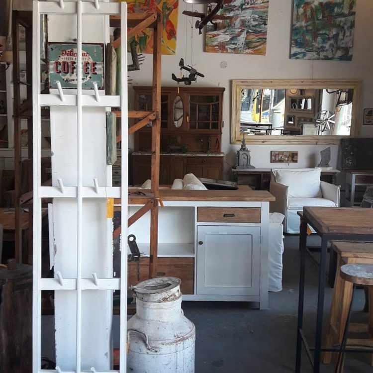 Los Diaz de Mario - Muebles rústicos en Palermo 1
