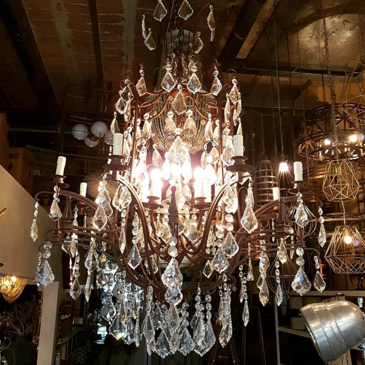 Patio Dorrego en Palermo Hollywood: diseño y venta de arañas y lámparas de estilo 3