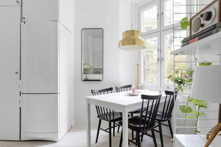 Deco nórdica en un monoambiente de 36 metros²: comedor junto a la ventana integrado en la cocina 11