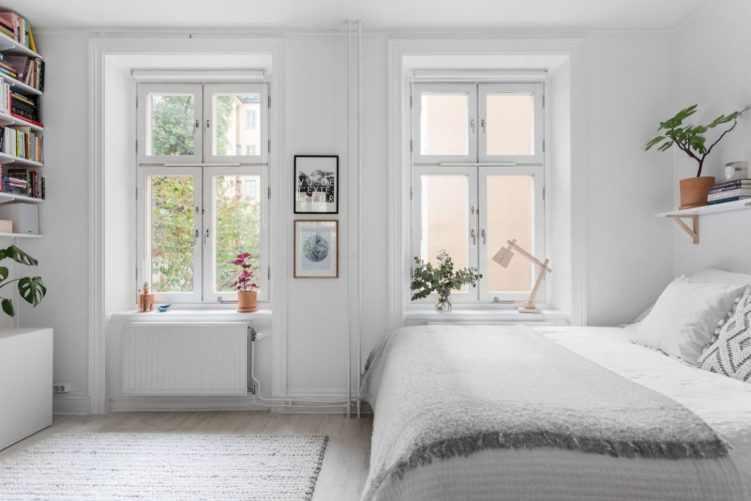 Deco nórdica en un monoambiente de 36 metros²: espacios libres de muebles ayudan a que el ambiente se sienta más amplio 8