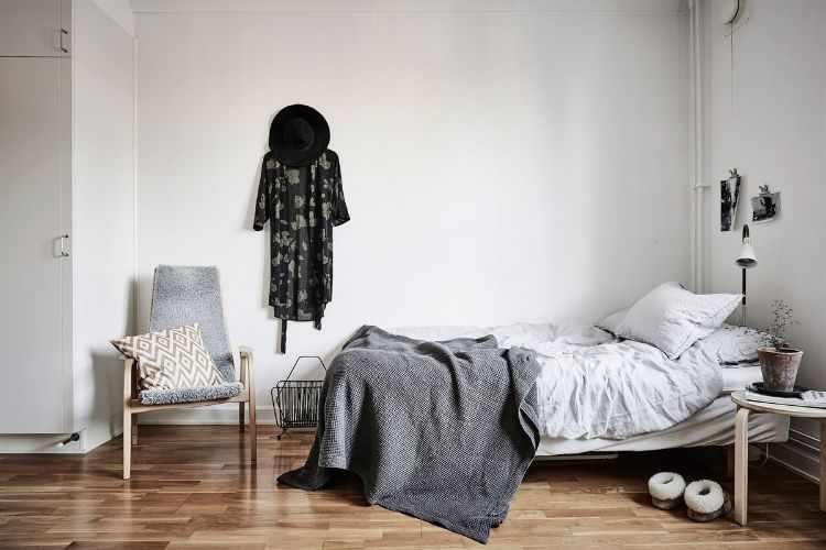Espacio del dormitorio integrado en el ambiente principal del monoambiente