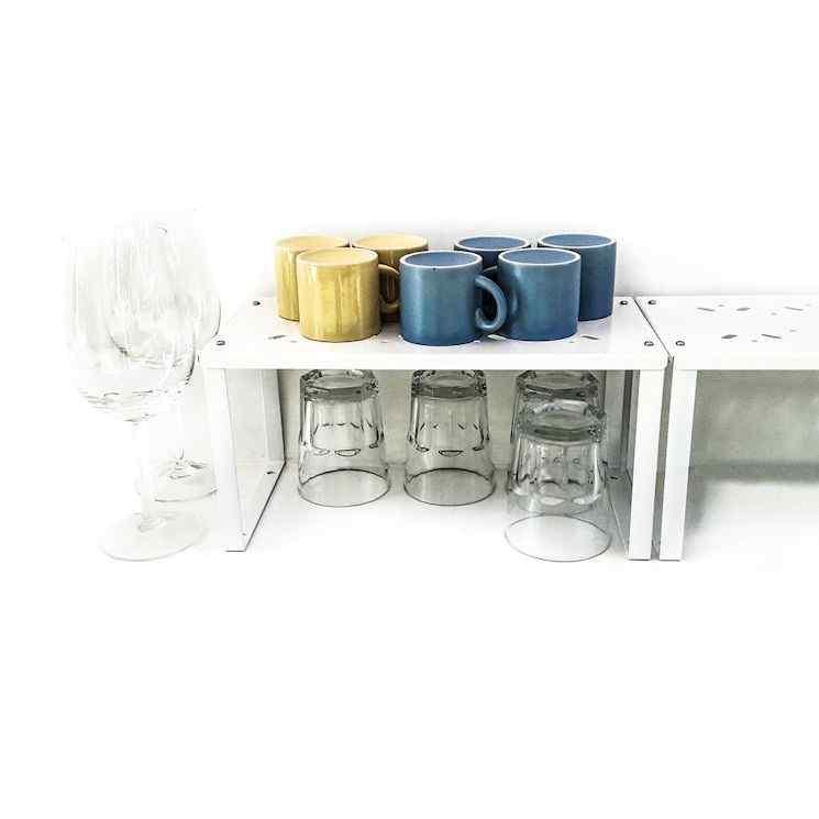 Estantes tipo los de Ikea para agregar espacio de almacenamiento en alacenas