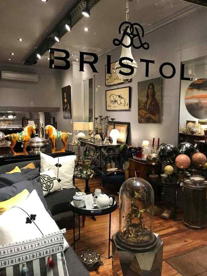 Tienda Bristol en la calle Arenales, Recoleta, Buenos Aires 1