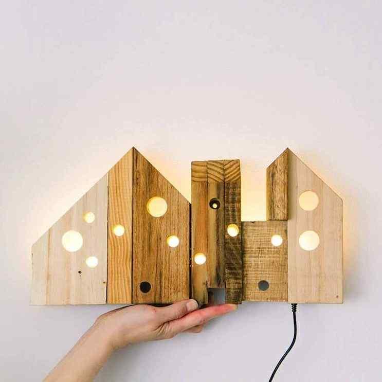 Objetos luminosos en madera recuperada